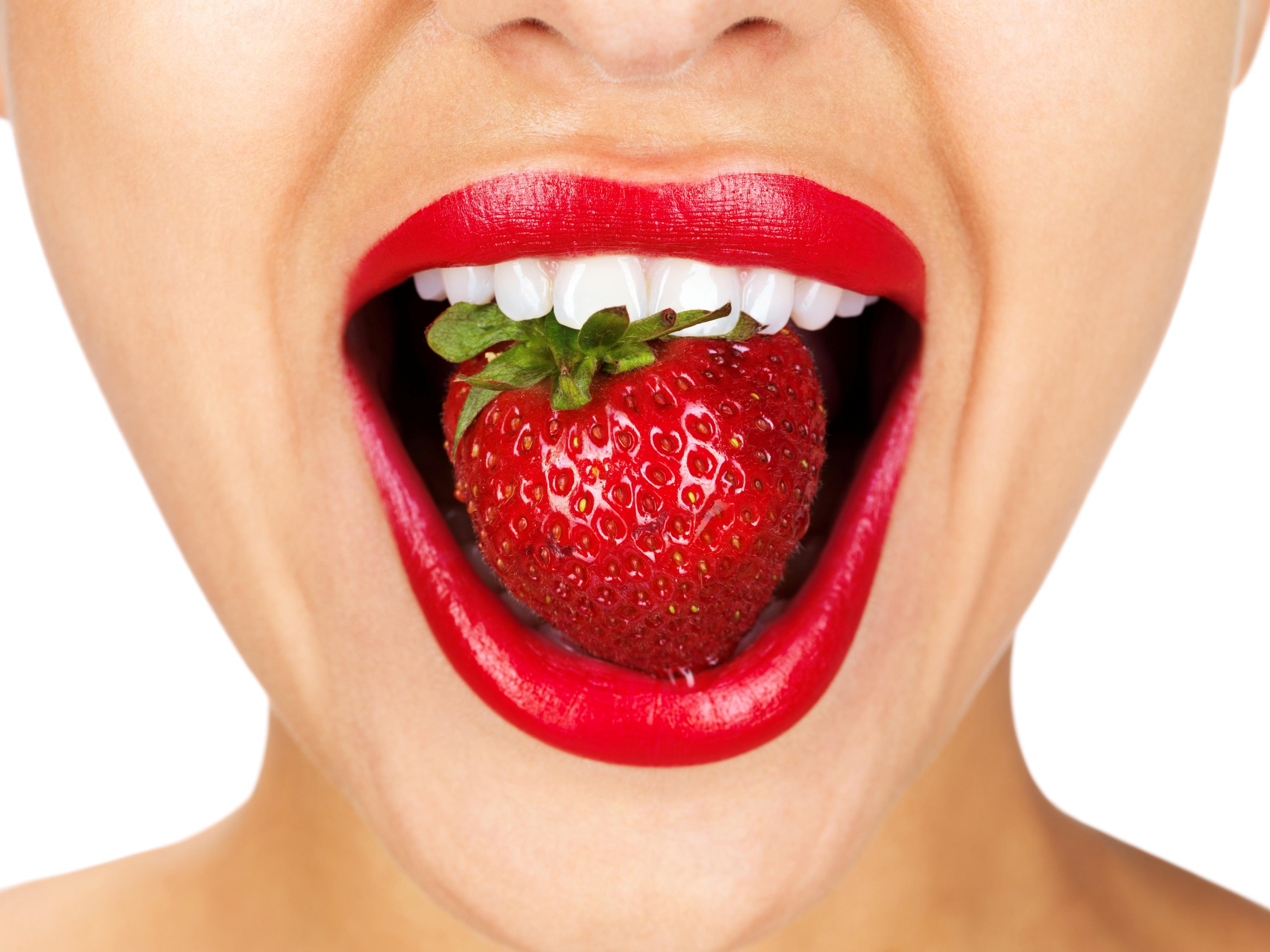 How to whiten your teeth naturally with food